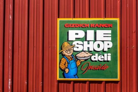 Gizdich-Pie-Shop-PHOTO-CREDIT-GARRICK-RAMIREZ-e1454644136537