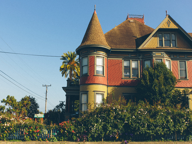 Cliff Street Historic homes and self guided walking tours. This historic home is on Cliff Street in Santa Cruz.